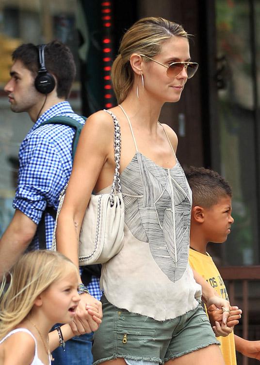 The Many Bags of Heidi Klum-11