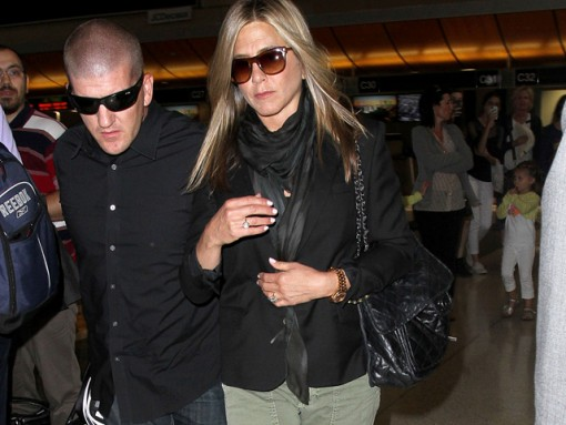 Jennifer Aniston carries a Chanel flap bag at LAX (5)