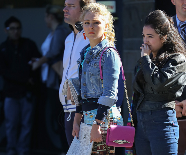 "AnnaSophia Robb carries a pink Diane von Furstenberg bag on set of ""The Carrie Diaries"". (5)"