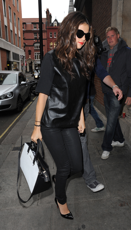 Selena Gomez carries a black and white MICHAEL Michael Kors bag in London (1)