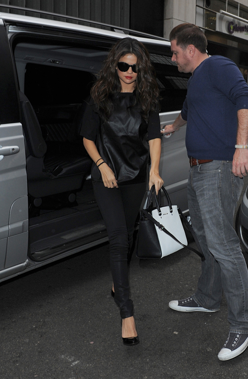 Selena Gomez carries a black and white MICHAEL Michael Kors bag in London (4)