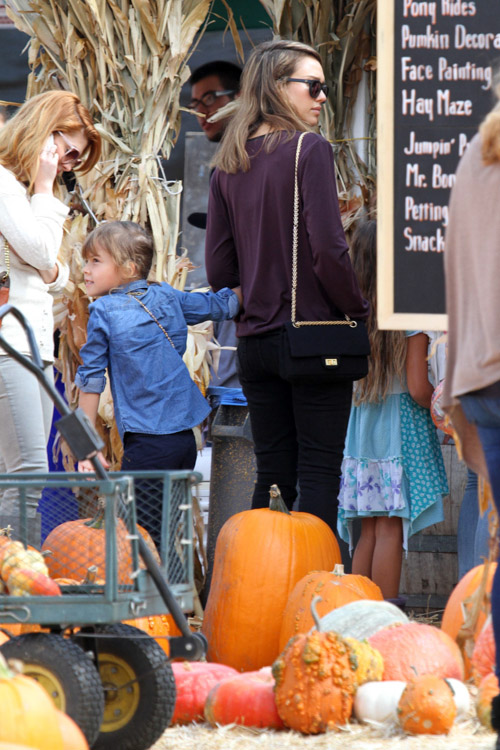Jessica Alba carries a black Chanel bag at the Mr. Bones Pumpkin Patch (1)