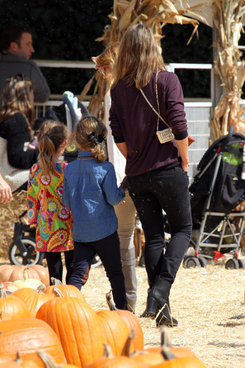 Jessica Alba carries a black Chanel bag at the Mr. Bones Pumpkin Patch (4)
