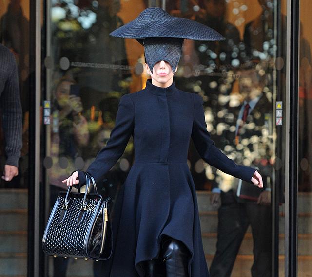 Lady Gaga carries an Alexander McQueen honeycomb bag (5)