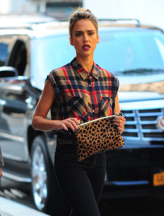 The Many Bags of Jessica Alba, Part Two (4)