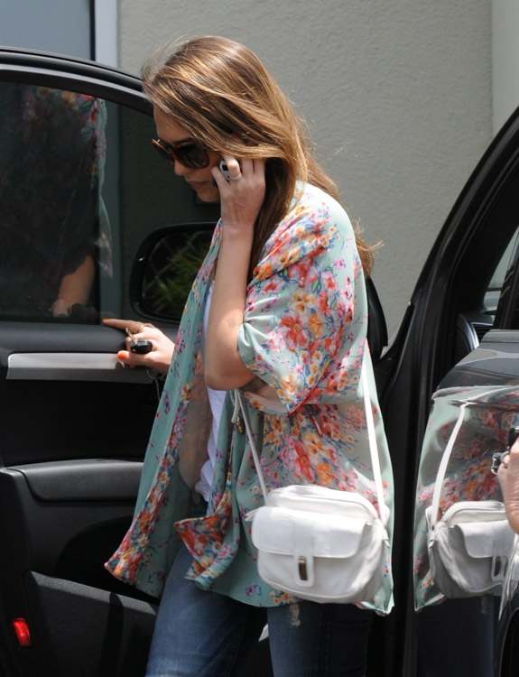 The Many Bags of Jessica Alba, Part Two (2)