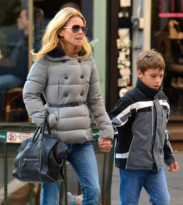 The Many Bags of Kelly Ripa (10)