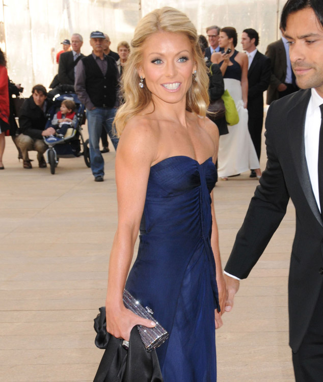 The Many Bags of Kelly Ripa (9)