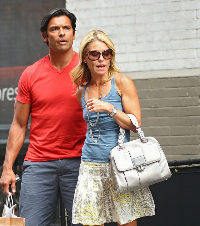 The Many Bags of Kelly Ripa (8)
