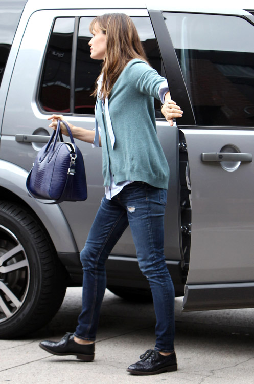 Jennifer Garner Givenchy Antigona Bag-1