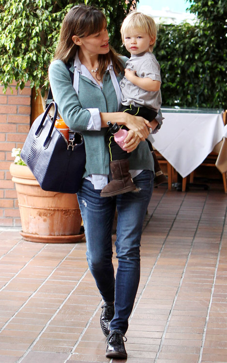 Jennifer Garner Givenchy Antigona Bag-3