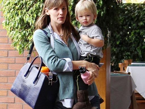 Jennifer Garner carries a Givenchy bag in LA (5)