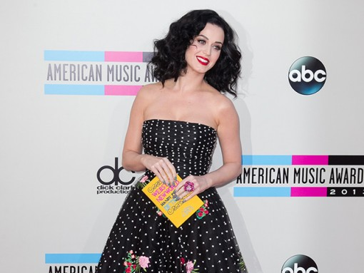 Katy Perry carries an Olympia Le-Tan Book Clutch to the American Music Awards (5)