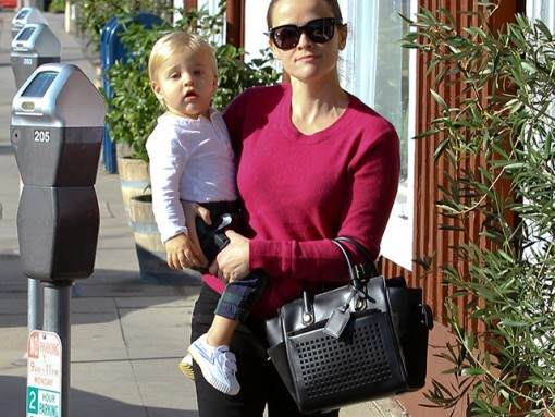 Reese Witherspoon carries a black Reed Krakoff bag in California (5)