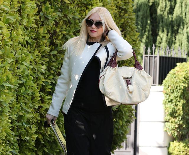 Gwen Stefani carries a white Fendi Spy Bag (1)