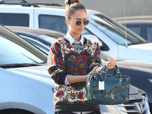 Jessica Alba carries teal Celine bag (5)