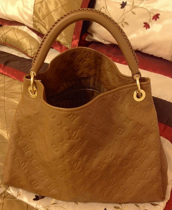Louis Vuitton Anthea Hobo