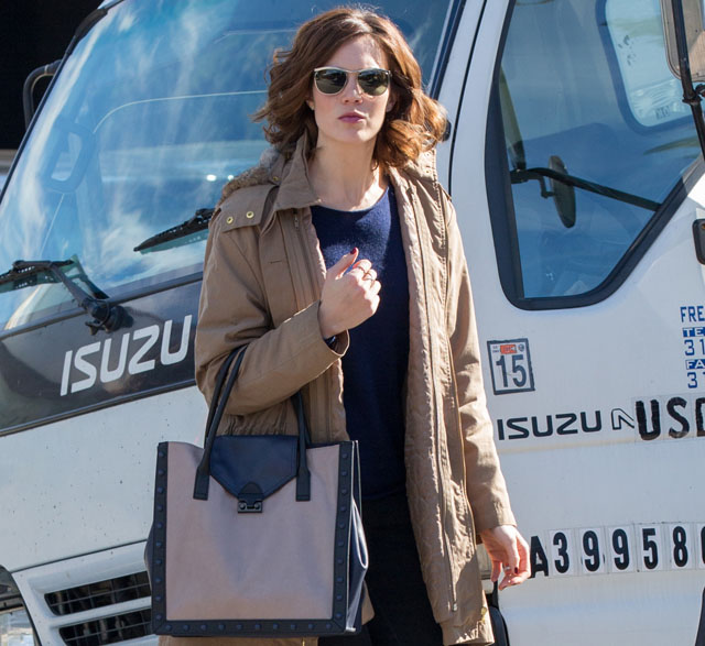 Mandy Moore carries a Loeffler Randall tote to the salon (1)