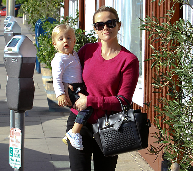 Reese-Witherspoon-Reed-Krakoff-Atlantique-Bionic-Mini-Tote