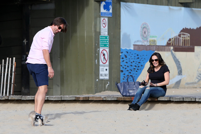 Tamara Ecclestone carries a blue snakeskin Celine tote at the beach (1)