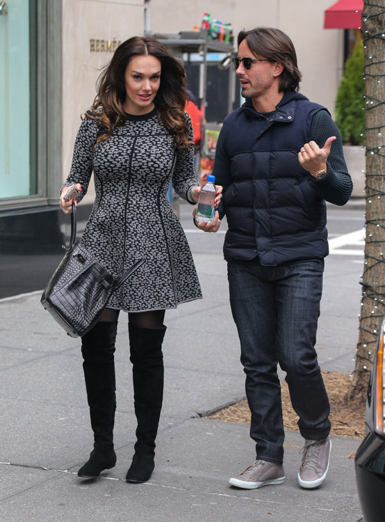 Tamara Ecclestone carries an Hermes So Black Alligator Birkin Bag (3)