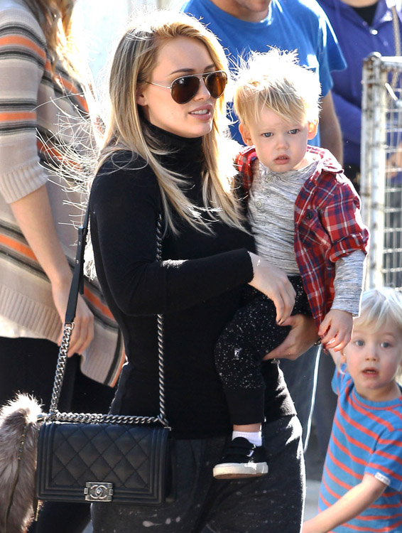 The Many Bags of Hilary Duff Part Two-14
