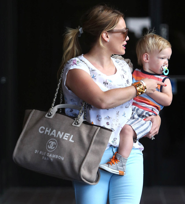 The Many Bags of Hilary Duff Part Two-15