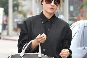 Mena Suvari Carries Chloe While Vintage Shopping