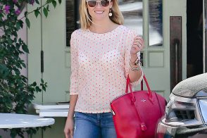 Reese Witherspoon Has a New Louis Vuitton Soft Lockit of Her Own
