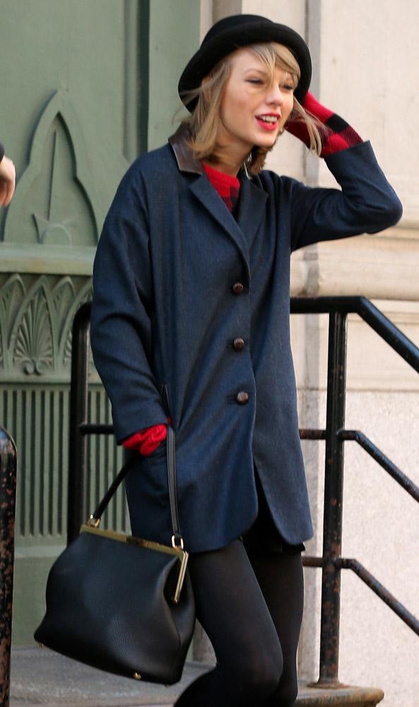 Taylor Swift Dolce & Gabbana Sara Bag-11