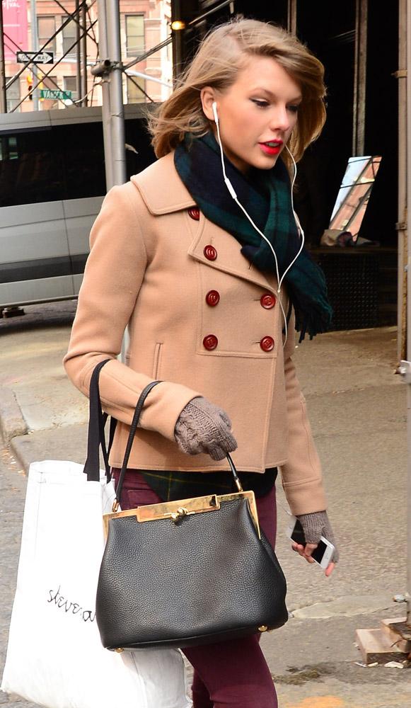 Taylor Swift Dolce & Gabbana Sara Bag-12