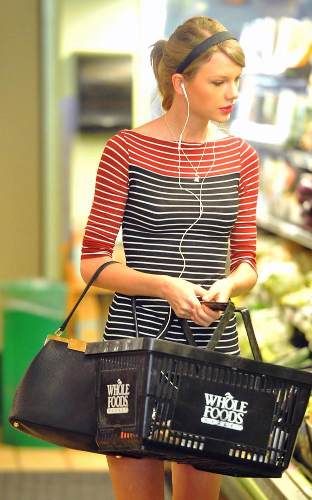 Taylor Swift Dolce & Gabbana Sara Bag-2