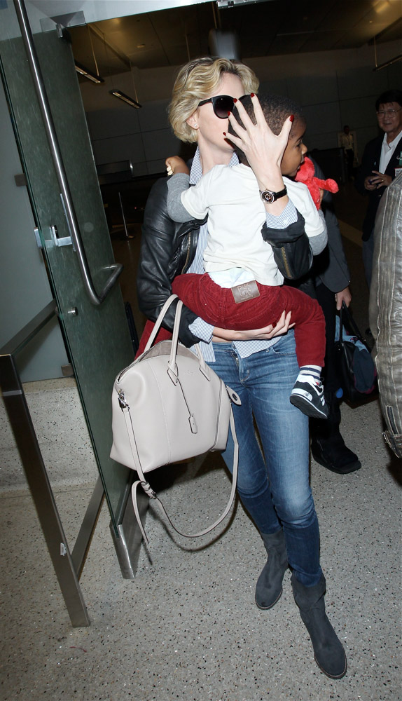 Charlize Theron Louis Vuitton Soft Lockit Bag-1