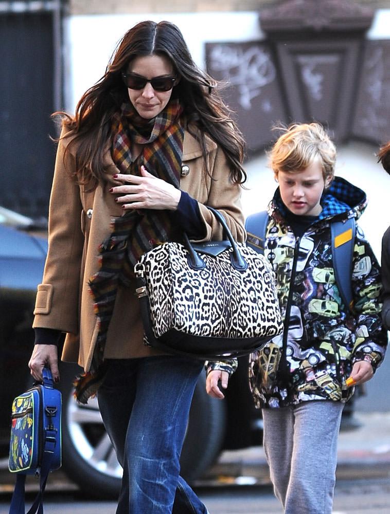 Liv-Tyler-Givenchy-Leopard-Antigona-Bag