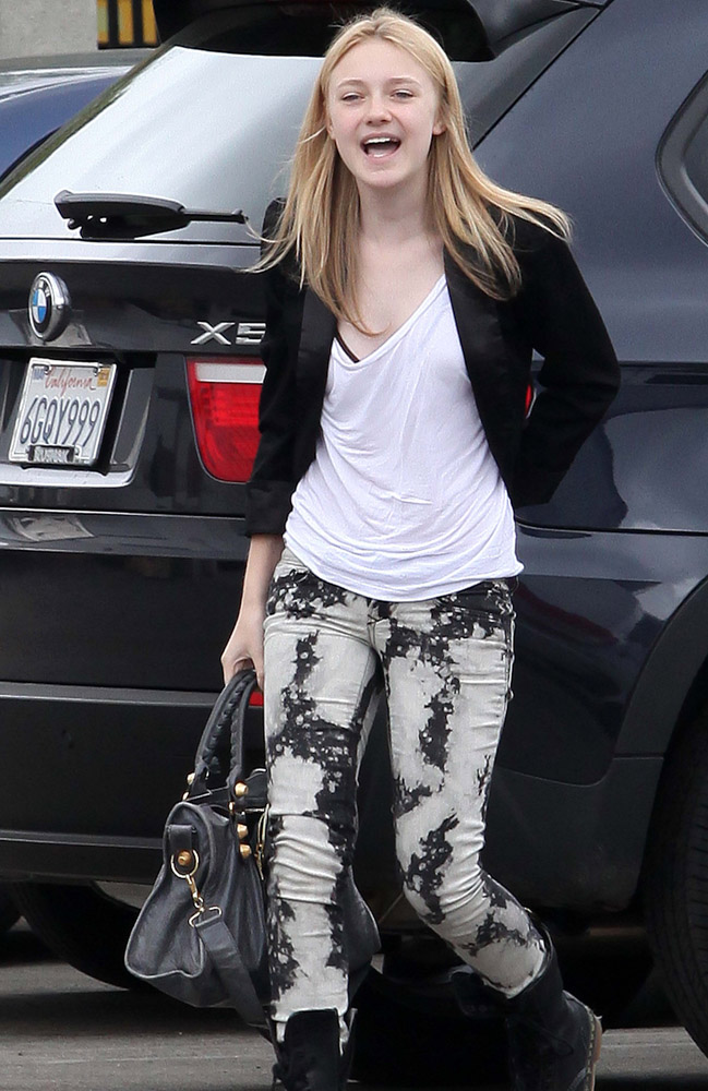 The Many Bags of Dakota and Elle Fanning-1
