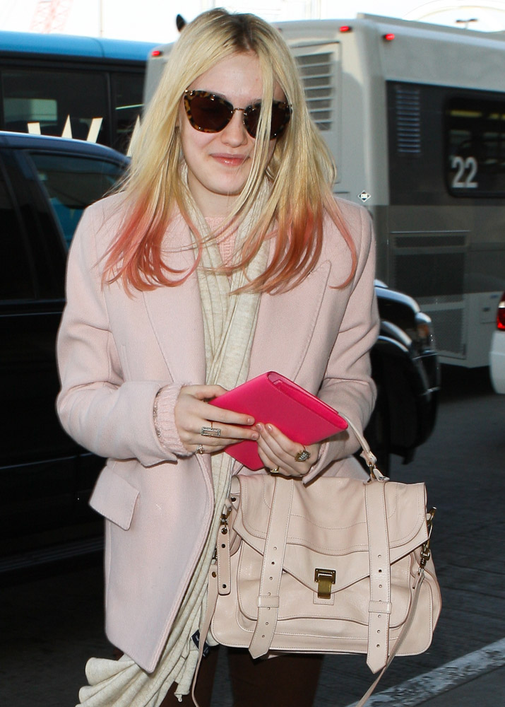 The Many Bags of Dakota and Elle Fanning-8