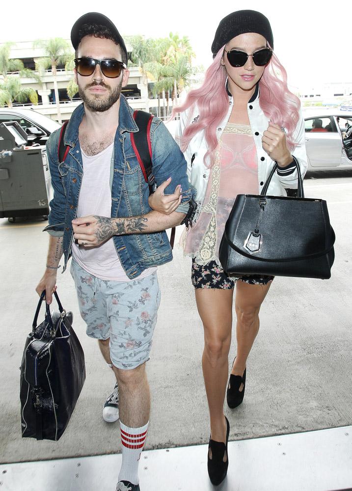 Kesha Fendi 2Jours Bag-3