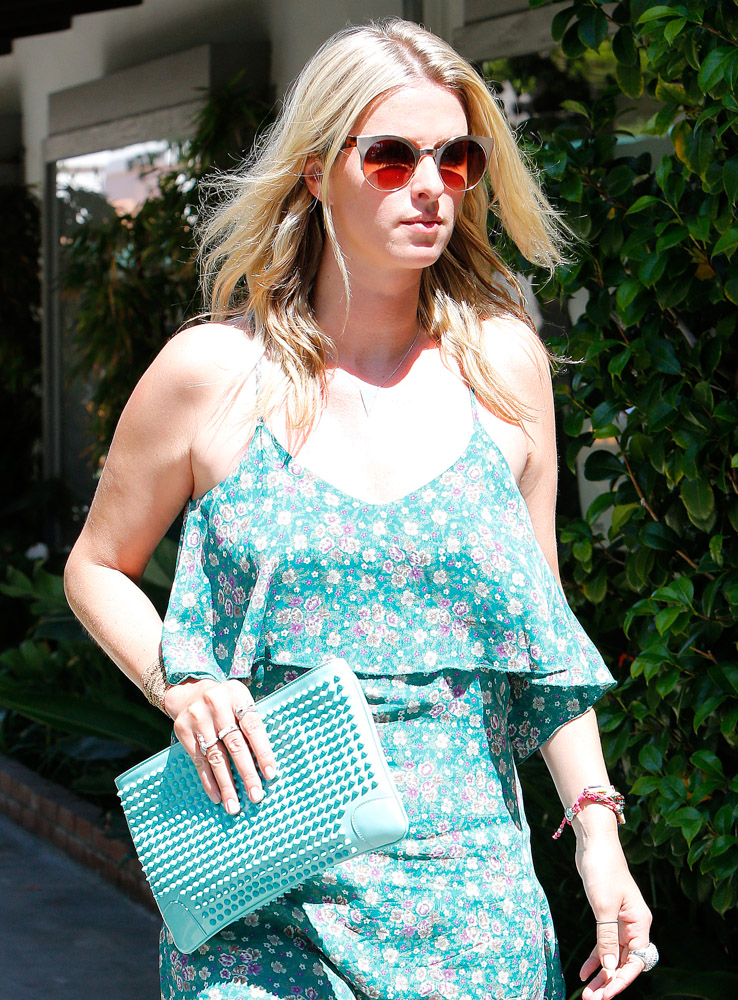 The Many Bags of Nicky Hilton Part 2-26