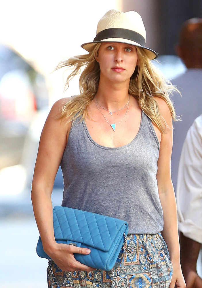 The Many Bags of Nicky Hilton Part 2-33