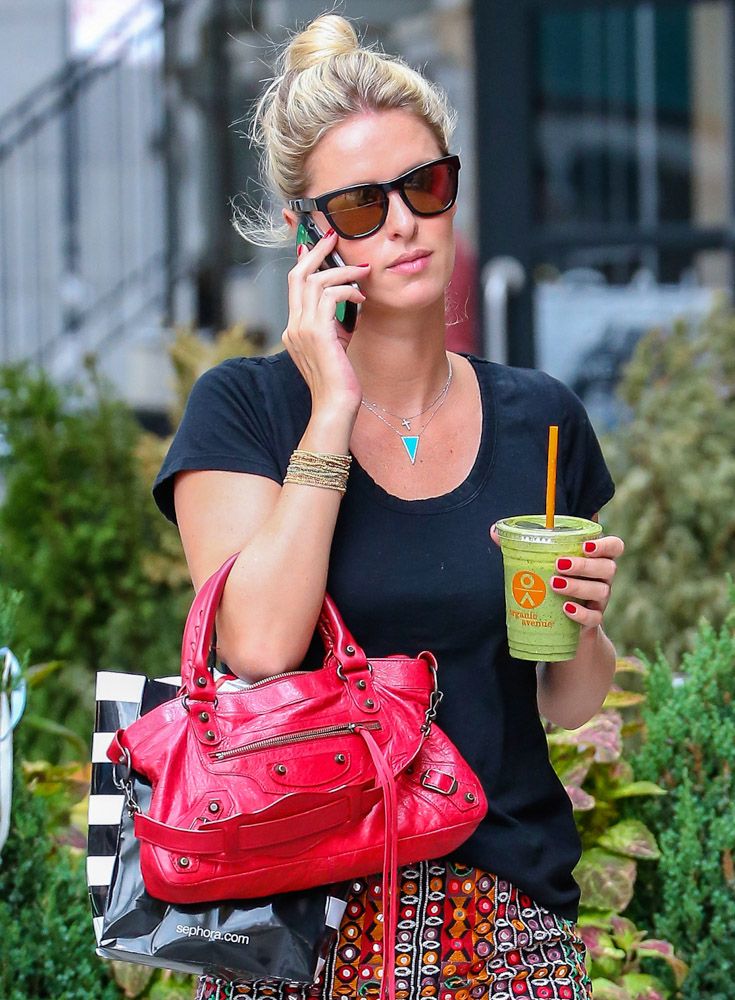 The Many Bags of Nicky Hilton Part 2-35