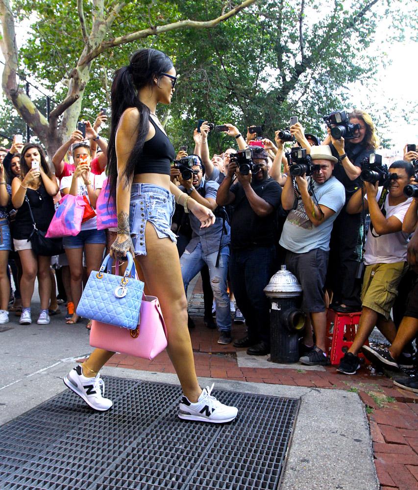 Rihanna Christian Dior Lady Dior Bag Christian Dior Addict Tote-2
