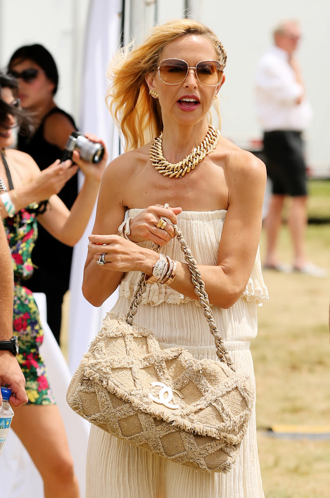 50 Celebrities Carrying Chanel BaGS-15
