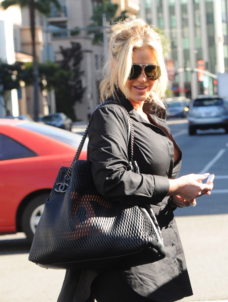 50 Celebrities Carrying Chanel BaGS-45