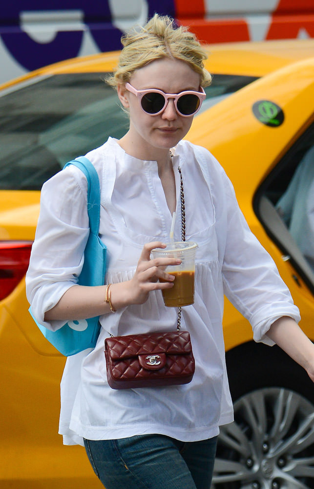 50 Celebrities Carrying Chanel BaGS-7