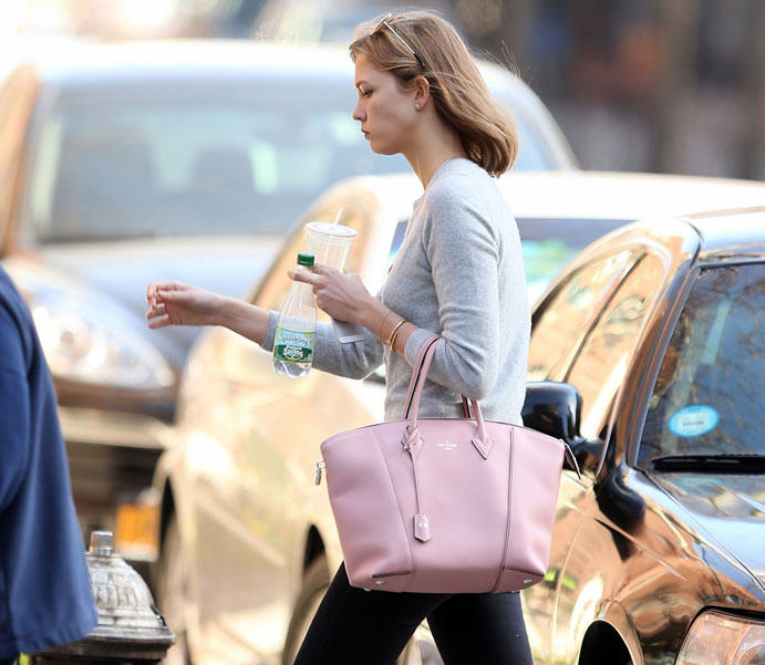 Karlie-Kloss-Louis-Vuitton-Soft-Lockit-Bag