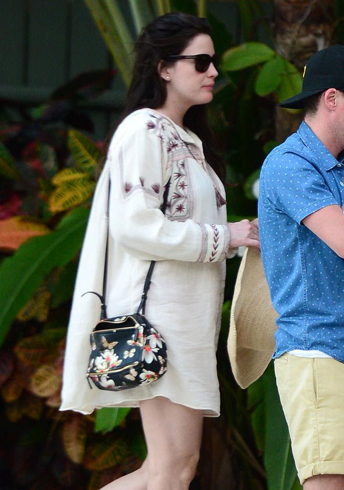 Liv-Tyler-Givenchy-Floral-Pandora-Mini-Bag