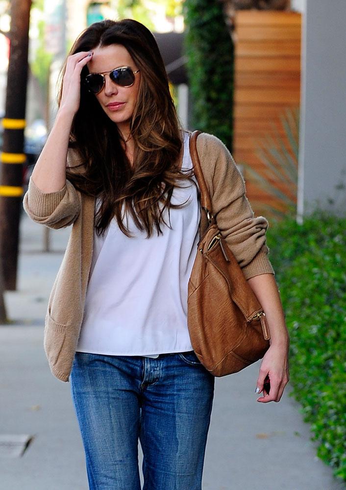 Kate-Beckinsale-Givenchy-Pandora-Bag-Tan