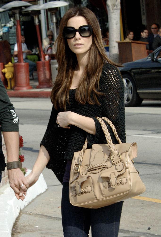 Kate-Beckinsale-Valentino-Histoire-Bag