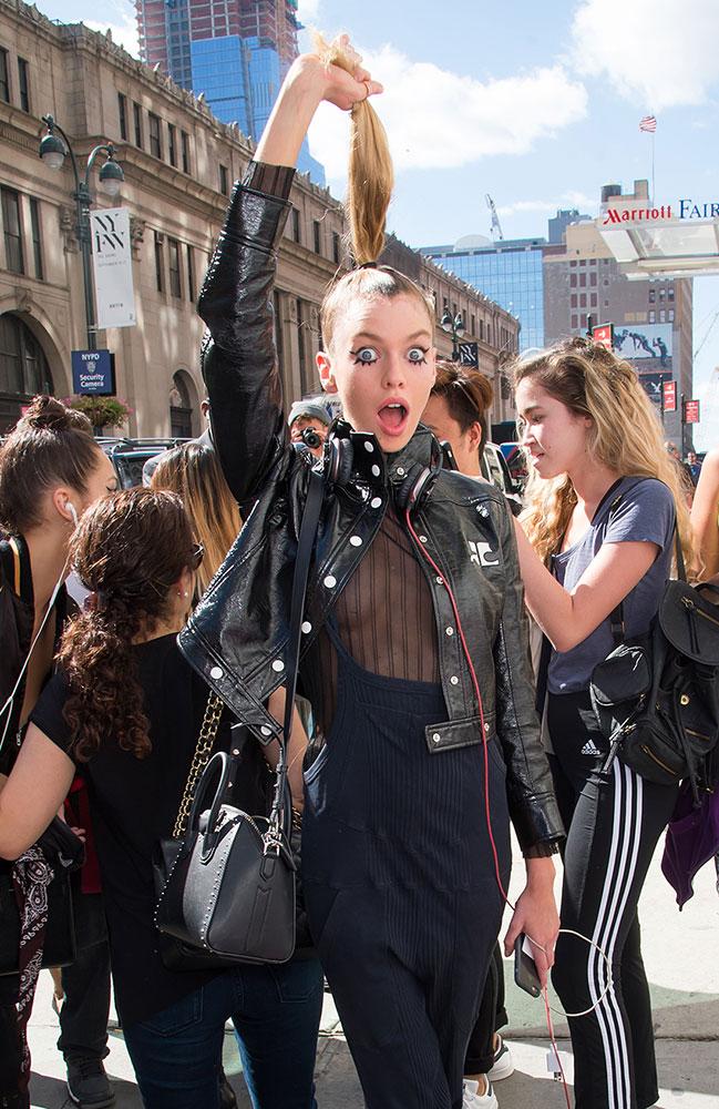 Stella-Maxwell-Givenchy-Mini-Antigona-Bag