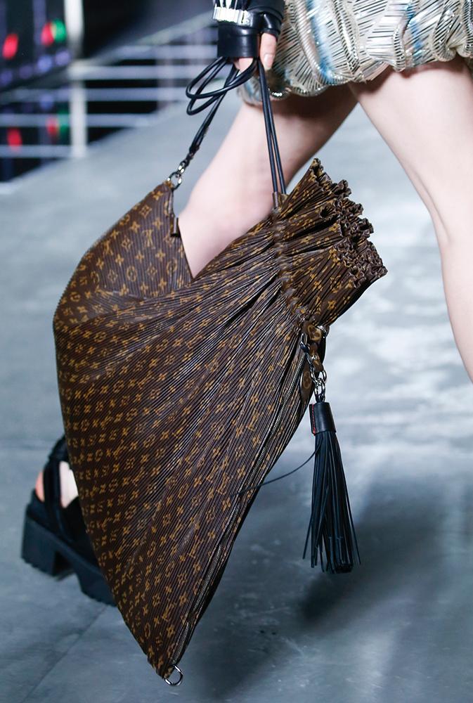 Louis-Vuitton-Spring-2016-Bags-15